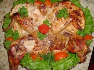 Аппетитный цыпленок табака с золотистой корочкой фото
