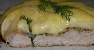 Отбивная из свинины с румяной сырной корочкой