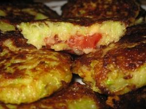 Драники из кабачков, сыра и томатов фото | Драники из кабачков, сыра и томатов