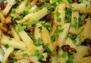 Отведайте жареную картошку с грибами фото