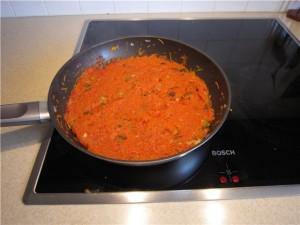 Тушим лук, морковь и томат фото | Тушим лук, морковь и томат